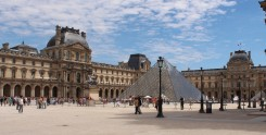 The-Louvre-Museum-Outside-3